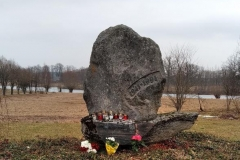 Deportāciju upuru piemiņas akmens Stalbē